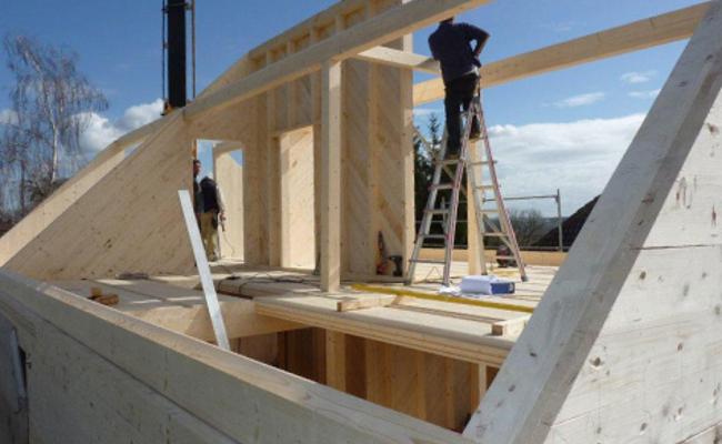 Holzdach beim Bau