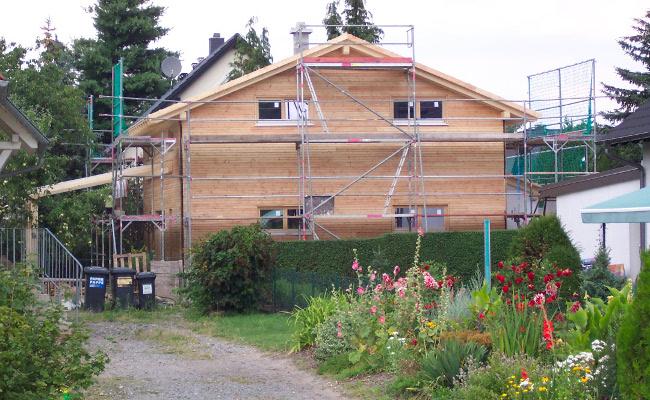 Holzhaus im Bau, Frontansicht