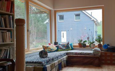 Innenansicht, Sitzecke am großen Fenster