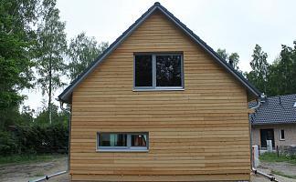 Haus, Satteldach hervorstehend