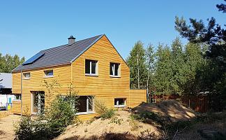 Haus Rückansicht mit Wald im Hintergrund