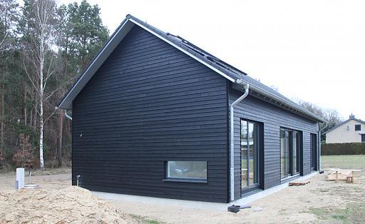 schwarzes Holzhaus, Rückansicht